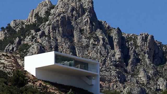 Скална къща по бреговете на средиземно море