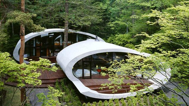 Овална Вила в горите на Япония