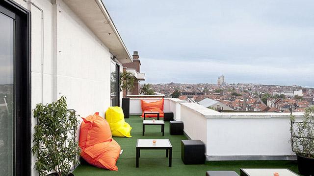Има един хотел в Брюксел, който ви позволява да спите в любимите си пантонски цветове
