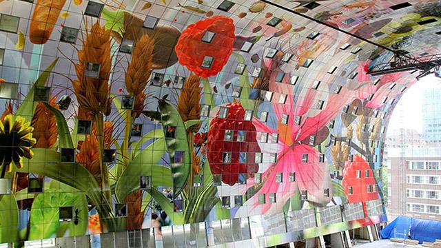 Грандиозно 36,000 квадратни фута стенопис декорират новите хали - Markthal в Ротердам