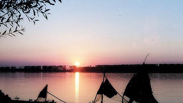 р. Дунав в близост до гр. Лом - Проектирано от ВЕРТИКАЛИ - Архитектурно и интериорно проектиране