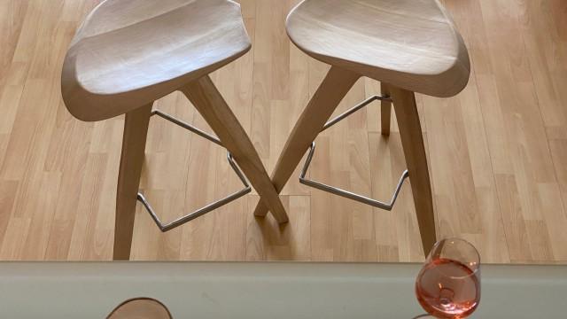 Бар стол V - Mood Wood Design  - Проектирано от ВЕРТИКАЛИ - Архитектурно и интериорно проектиране